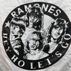 "CAMISETA RAMONES Gris ""Logo Cómic"""
